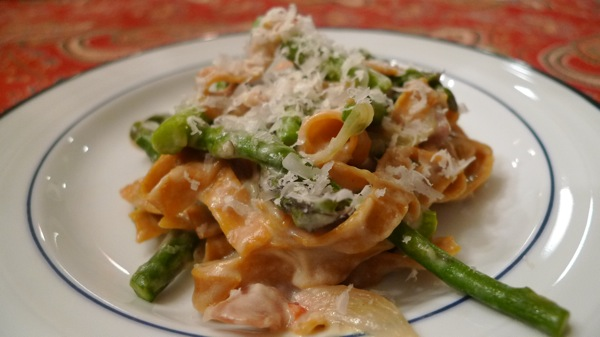 red-pepper-fetuccini-with-asparagus-lemon-sauce