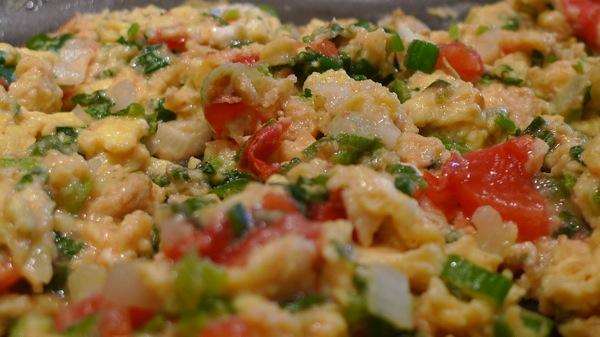 scrambled-eggs-with-green-onions-and-cilantro