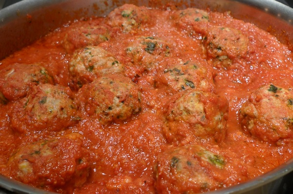 spinach-meatballs-with-mozzarella-cheese