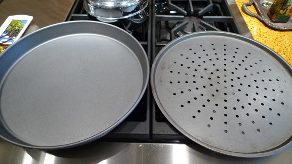 Pizza pan with holes in the bottom