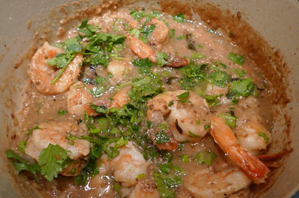 Shrimp curry with roasted onions
